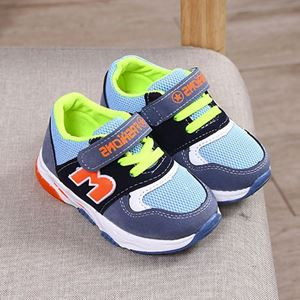 Picture of Fashionable M Light Mesh Velcro Sports Shoes Unisex